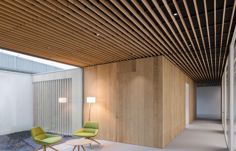 falso techo de lamas de madera wood slat false ceiling Faux plafond de lames bois 01