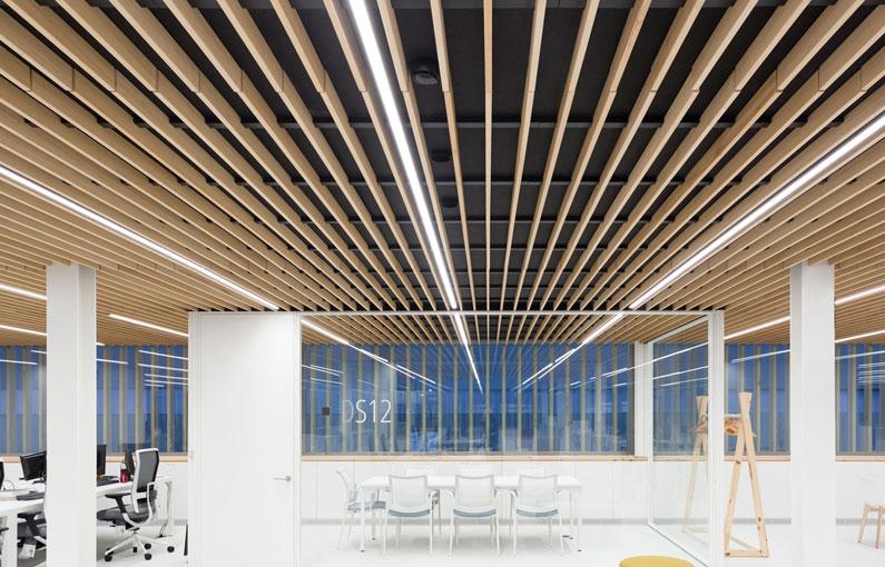 falso techo de lamas de madera wood slat false ceiling Faux plafond de lames bois 014
