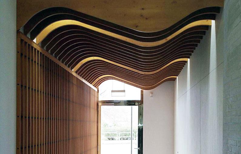 Lamas de madera Spigoline curvo Portal Estella Navarra