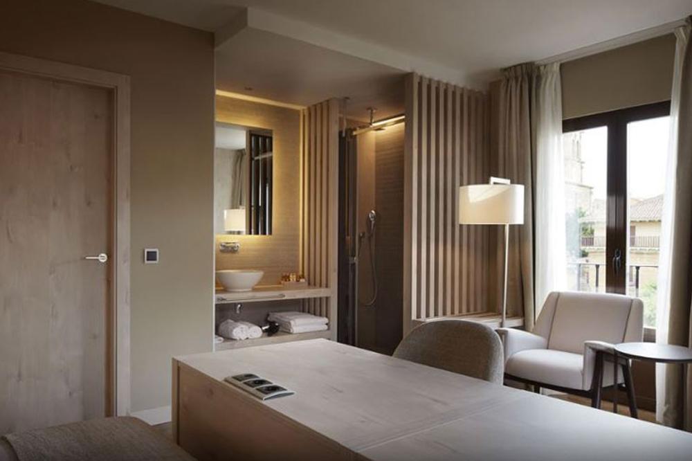 DEST 303 puertas de interior en hoteles Interior doors in hotels Portes intérieures d'hôtels